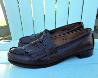 BASS LOAFERS Shoes ~ Vintage 1980s Prep Preppy ~ Cordovan Red Leather ~ Tassel Uppers, Brass Bass Logo ~ Womens size 9 AA Narrow Width
