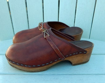 3763e33b31f Girls MIA Sweden Brown Stapled Clogs ~ Vintage 1970s 70s