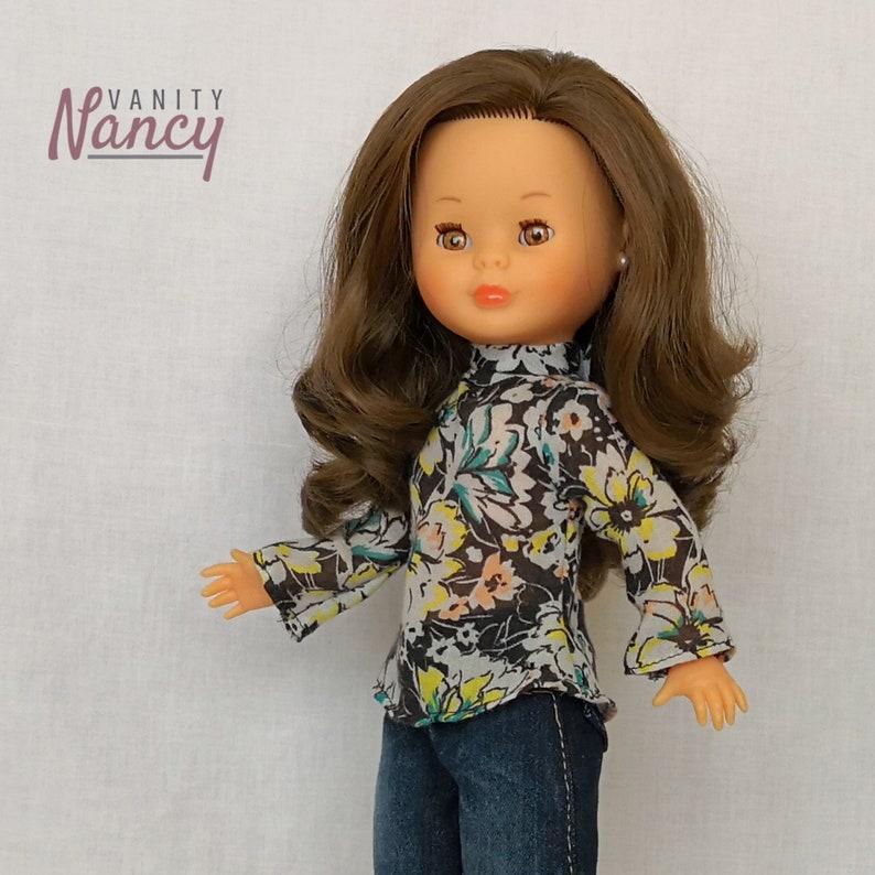 Blusa de cuello alto para Nancy de Famosa