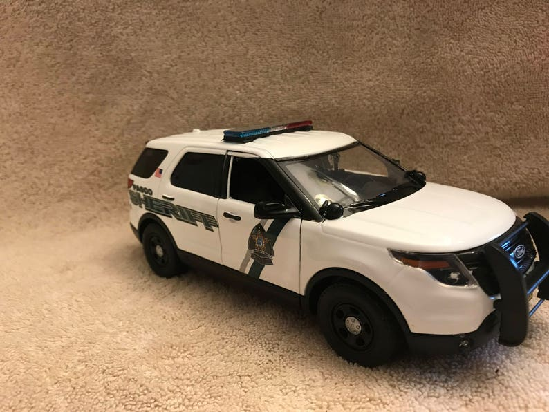 1/24 Scale Pasco County Sheriff's Dept die cast model car Ford Explorer  Replica with working lights and siren