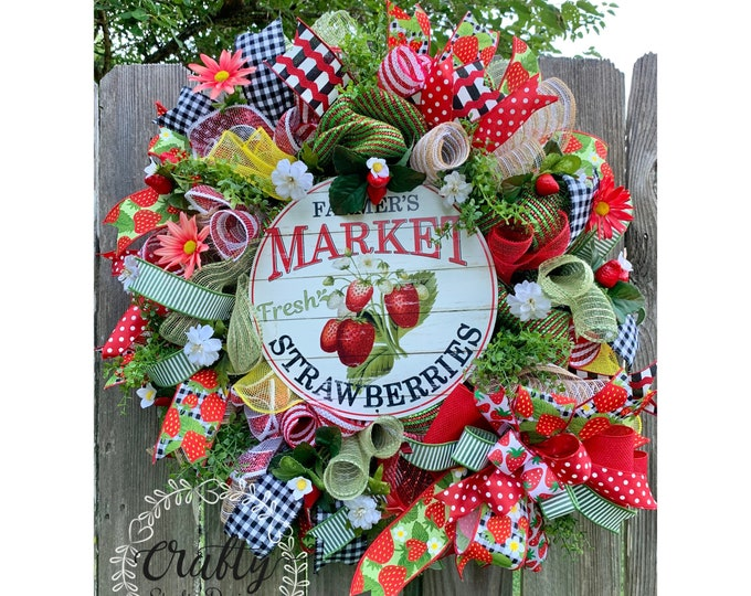 Strawberry Wreath, Fruit Wreath, Summer Wreath, Everyday Wreath, , Buffalo Plaid, picnic wreath, Strawberry decor, Kitchen Decor