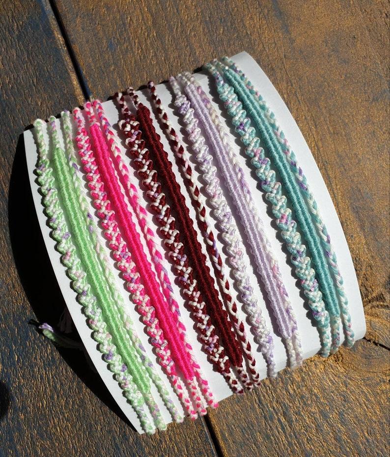 Macrame Bracelets Knotted jewelry pastel neon armcandy armbandjes handgemaakt geknoopt friendshipbracelets MozRoz