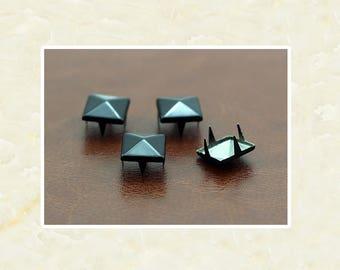 50PCS Black Pyramid Rivet Studs Metal Studs Rivets Studs Spikes Leather Craft Supplies MD039