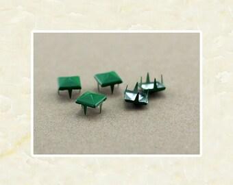 50PCS Green Pyramid Rivet Studs Metal Studs Rivets Studs Spikes Leather Craft Supplies MD021