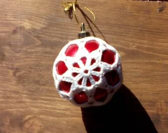 Crocheted Christmas bauble - model 3