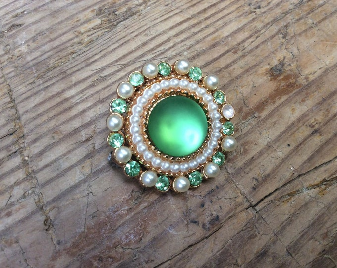 Green Faux Stoen and Faux Pear Vintage Brooch- J017