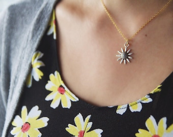 Silver Daisy Necklace - Pendant Necklace - Dainty Gold Chain -  Stocking Stuffer - Layering Necklace - Boutique Necklace - Boho Necklace