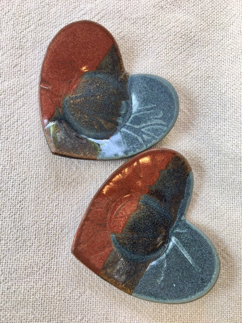 Pair of Heart Shaped Ceramic Trinket Dishes Spoon Rest Jewelry soap sponge