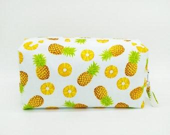Large cosmetic bag, Tropical make up bag, pineapple make up bag, tropical cosmetic bag, pineapple cosmetic bag, pineapple travel bag