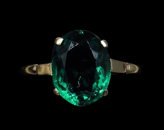 Antique Green Paste Oval 9ct 9K Yellow Gold Solitaire Ring   Vintage Art Deco