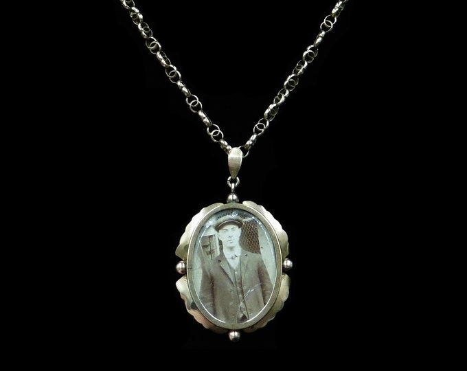 Antique 9ct 9K Yellow Gold Oval Photo Locket & Fancy Chain Necklace | Victorian C.1890