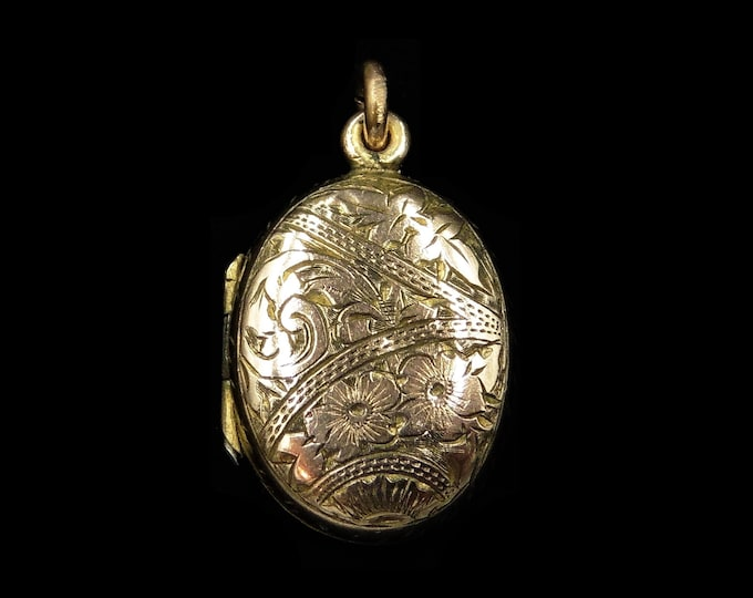 Antique Victorian Rolled Gold Engraved Ivy Leaves Oval Photo Locket Pendant | Circa. 1890