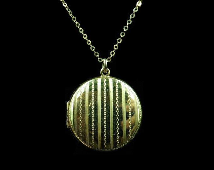 Antique Round Pin Stripe 9ct 9K Yellow Gold Circle Photo Locket & Chain Necklace | Victorian C.1900
