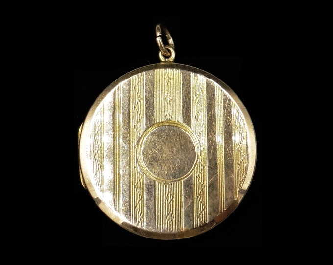 Antique Victorian 9ct 9K Yellow Gold Double Sided Striped Engraved Round Circle Photo Locket Pendant | Circa. 1890