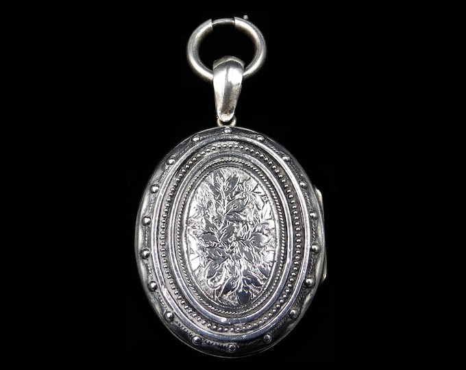 ON HOLD | Antique Victorian Aesthetic Ivy Silver Oval Locket Pendant | Bolt Ring | Circa.1880