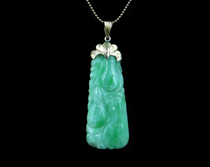 Antique Natural Carved Jade Jadeite Gold Long Drop Pendant and Chain Necklace | 19th Century