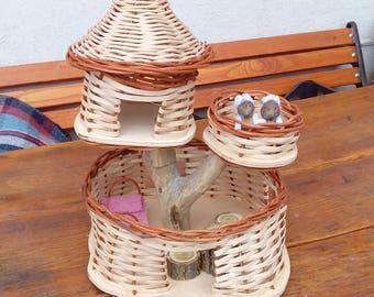 Squirrel Cottage - Playhouse with walnut squirrels
