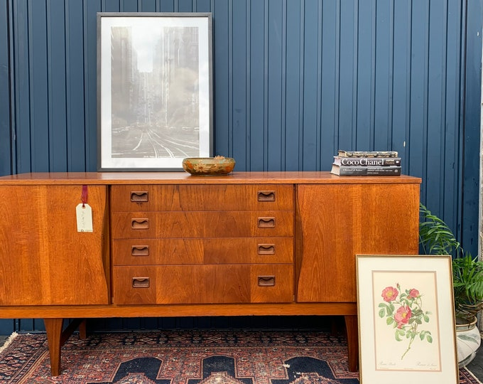 Outstanding Vintage Mid-Century Sideboard - Beautiful Example