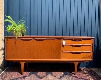 Stunning Vintage Teak Sideboard - Modernist Era