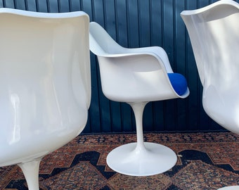 Outstanding Pair Of Tulip Armchairs Designed By Erro Saarinen for Knoll