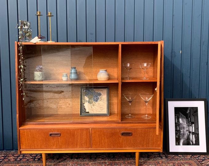 Bookcase Vintage Mid-Century Console Curiosity Display Cabinet