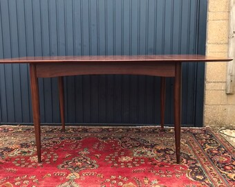Elegant High Quality Solid Wood Mid-Century Extending Dining Table