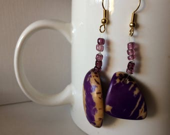 Tagua nut and glass beaded earrings - Purple