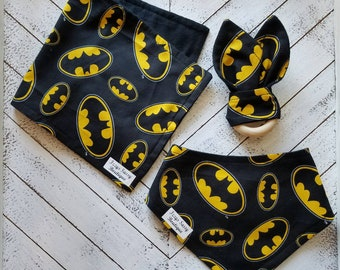 Batman Baby Gift Set Bib Burp Cloth Wooden Teether DC Comics
