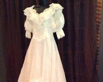 Vintage Wedding Dress Petite White Layered Lace 1/2 Sleeves Pearls Size 8