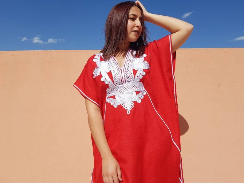 Beuatiful moroccan red dress with fine white embroidery