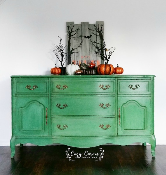 Refurbished Green Buffet, Emerald Buffet, Vintage Buffet, TV Stand, Green  Dresser, Painted Buffet, Bedroom, Bassett Furniture, Halloween