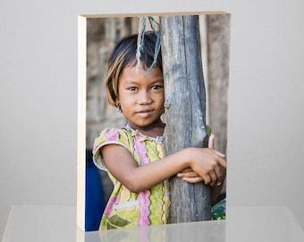 Tenant serré, Myanmar, monté sur panneau de bois