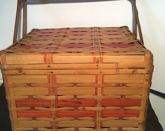 1940's Vintage Bamboo Picnic Basket. Wicker picnic basket. excellent condition.