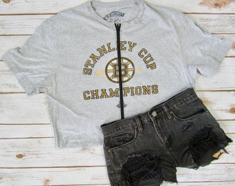 8611dbd7b0fb5 VINTAGE Boston Bruins Zip Up Crop Tee (L)