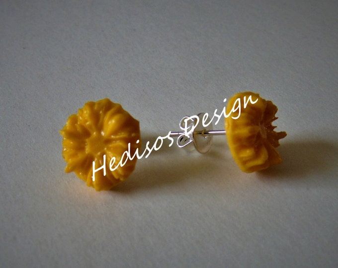 Stud Earrings #Earrings with # flower motif # yellow # 1 cm