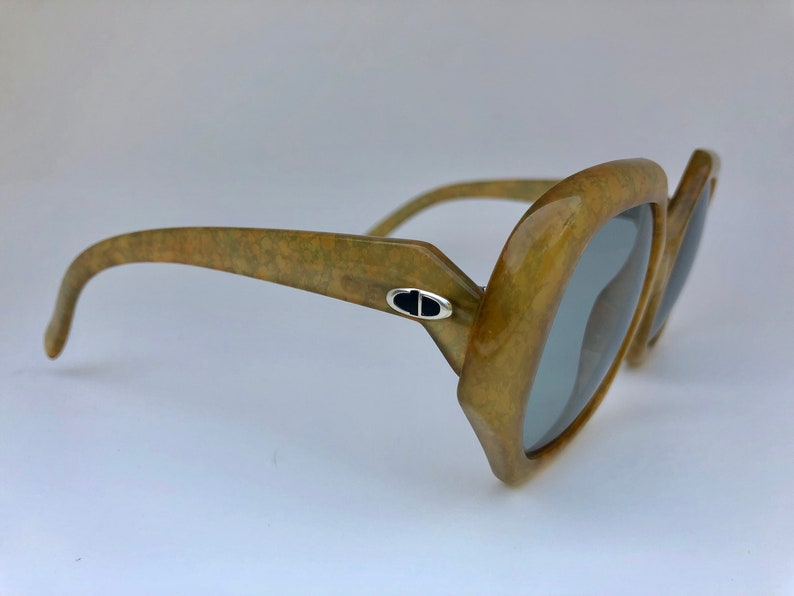 020b2c8a4d3dc CHRISTIAN DIOR Optyl timeless oversized light brown vintage