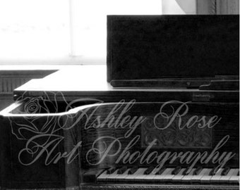 Antique Piano in Black and White/Home Decor Wall Art