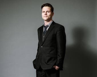Photo free license Material Model Ben suit standing 1