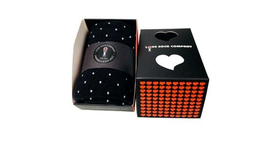 4 de paquets de 4 garçons d'honneur chaussettes cadeau à l'unité en boîte - coton bio - cadeau de garçons d'honneur - Chaussettes homme mariage fête - noir et blanc à pois 67e724