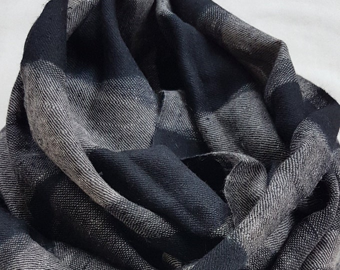 Diamond Handloom Cashmere Scarf - Black