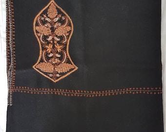 Zayn Sandala Shawl - Black with Soft Gold Threads