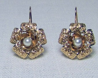 Delicious roses with antique-style pearl, gilded