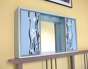 Exceptional French vintage 1950s bathroom cabinet, turquoise with exotic fish and algae motives