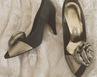 Gorgeous Vintage Black & Gold 80s Embellished Pumps Heels - Size US 6