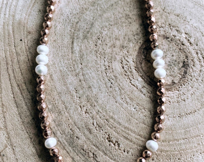 """""""Shell"""" necklace"""