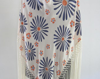 Hand-painted silk Mantoncillo. (MP0002)