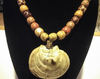 Shell of the wood necklace