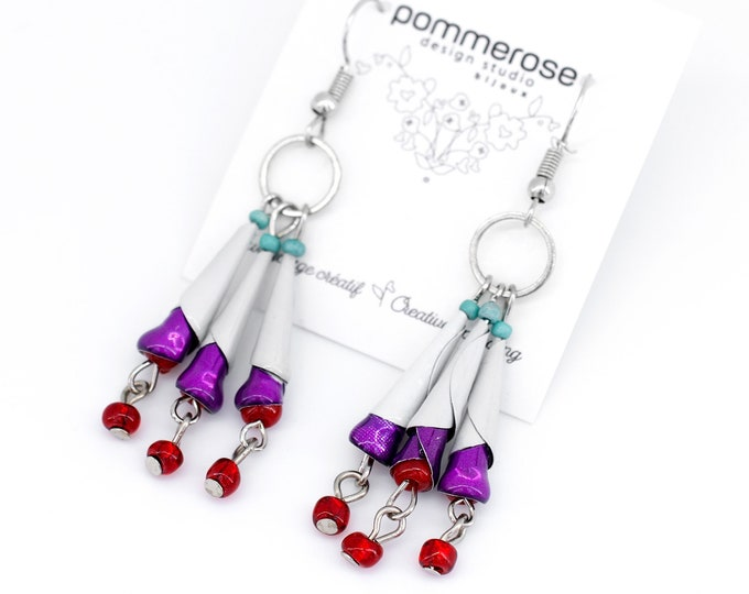 Chandelier style groovy dangling earrings, handcrafted jewelry in soda cans, white and violet boho-chic earrings
