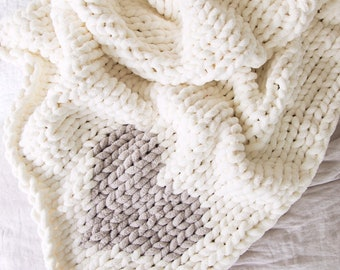 Jillian Harris x Etsy Chunky Knit Chenille Heart Blanket with Pom Poms, Vegan Chunky Knit Heart Blanket with Pom Poms - Ivory with Oatmeal