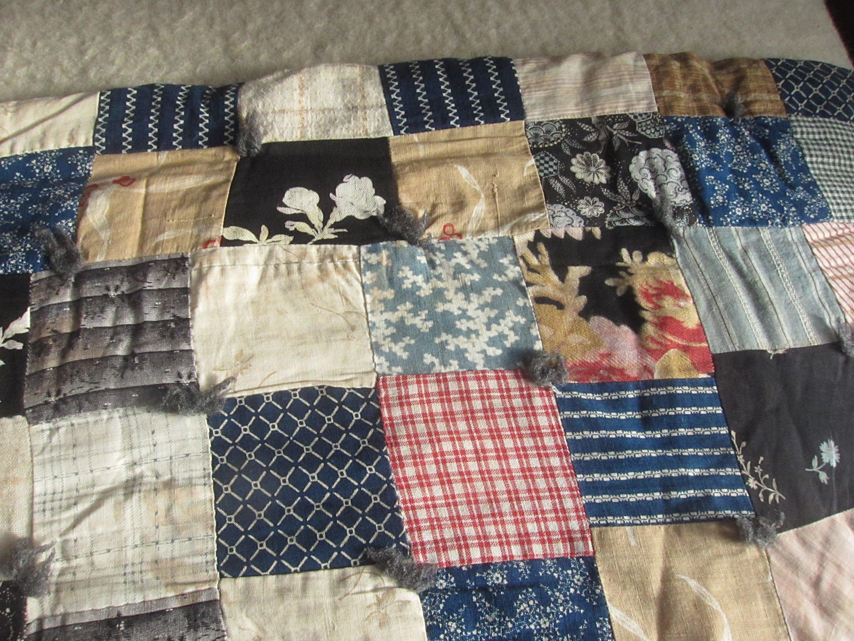 Couette motif vintage calicot carré / à la main, à la main matelassé, ferraille, tissu à motifs, couverture de coton imprimé